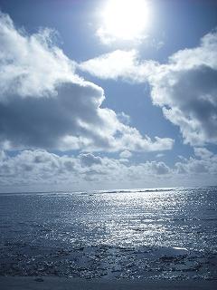 イシキ浜から太陽を望む