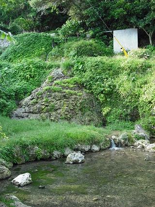 垣花樋川全景