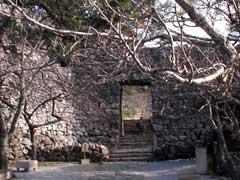 今帰仁グスクの正門「平郎門」