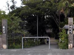 金武観音寺入口