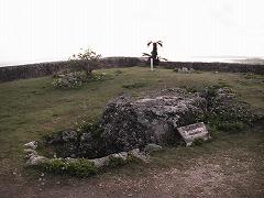 一の曲輪の中央部にある玉ノミウヂ御嶽