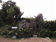 南の郭にある久高遥拝所(くだかうとぅし)