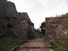 正門(一番奥側の門)